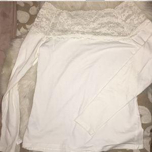 BOGO⛄nwot off shoulder lace long sleeve